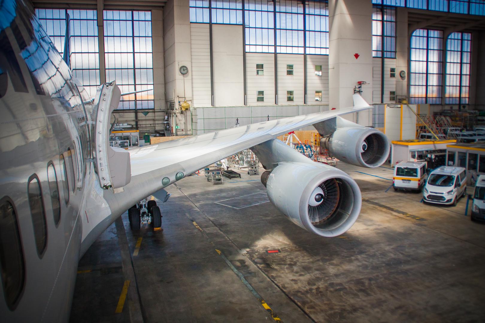 Flügel und Triebwerk einer Boing 747