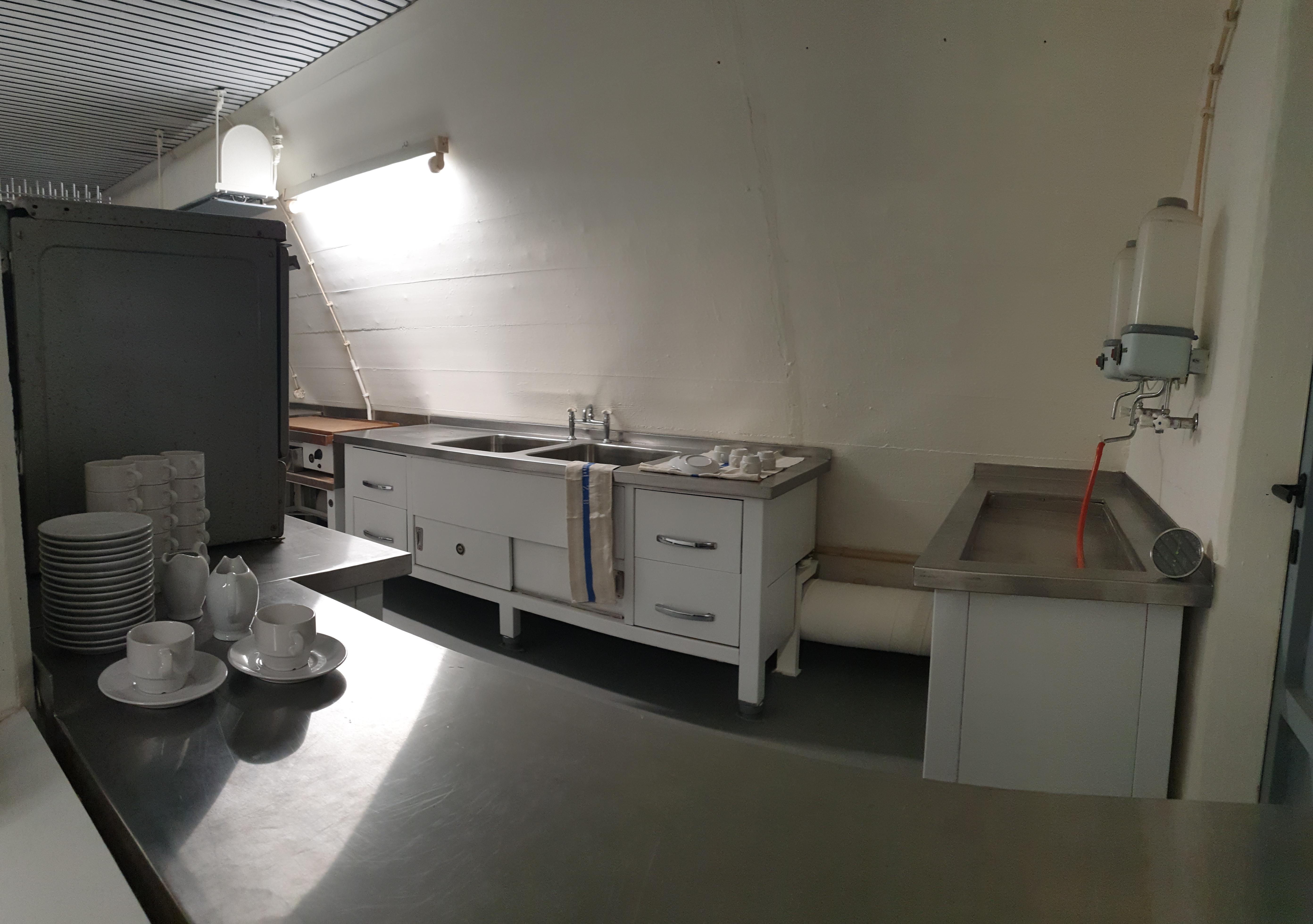 Küche zur Verpflegung von Mitarbeitern und Zivilisten